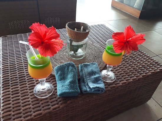 Anse Bois de Rose, Seychelles: Welcome drinks and cold towels - very good treat after long travel.