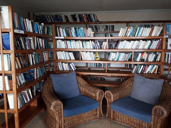 Anse Bois de Rose, Seychellerna: Library in good few languages!