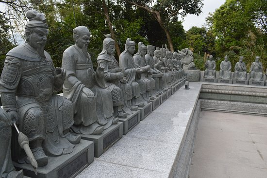 Ten Thousand Buddhas Monastery (Man Fat Sze): guardians