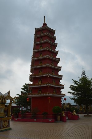 Ten Thousand Buddhas Monastery (Man Fat Sze): Nine-story pagoda at the top of the trail