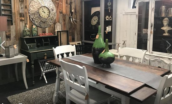 ‪Trader Maes Furniture & Decor Market‬