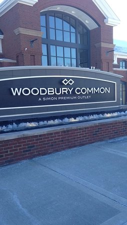 Get to and from Woodbury Common Premium Outlet with CAR 24.