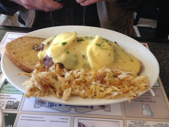 Woodbury, CT: Irish Eggs Benedict....perfect for a cold morning!