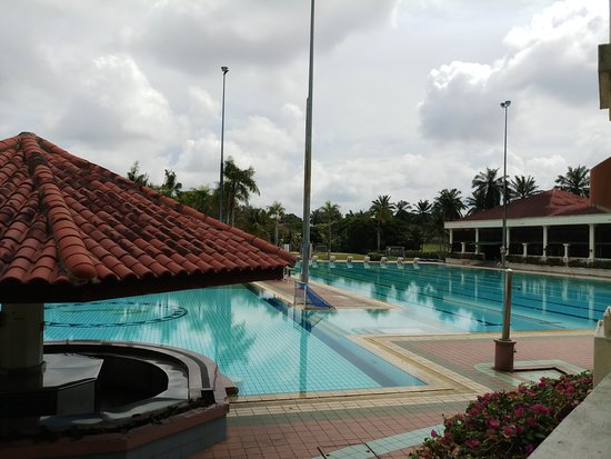 Pasir Gudang, Malaysia: Beyond the pools are tennis courts, children playground,