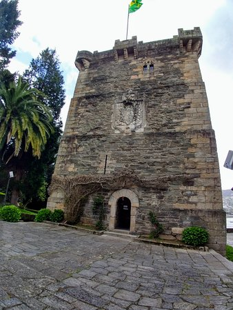 ‪‪Pontedeume‬, إسبانيا: Front of the tower‬