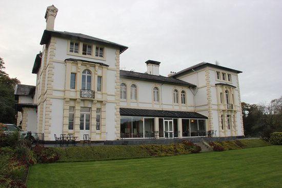Lampeter, UK: The hotel as you approach up the drive
