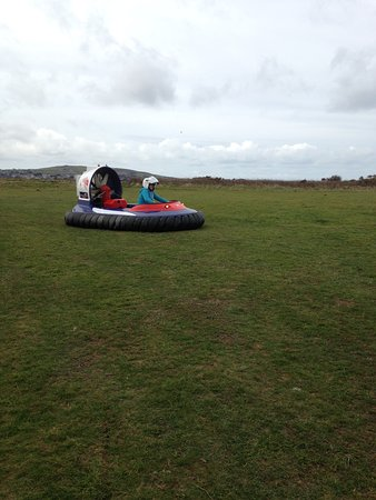 The Hovercraft Experience : Away we go