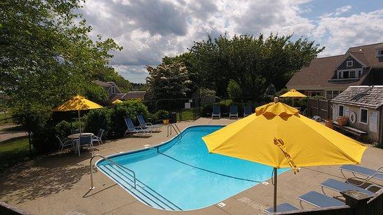 Ship's Knees Inn: Ship's Knees seasonal pool (mid June to early September)