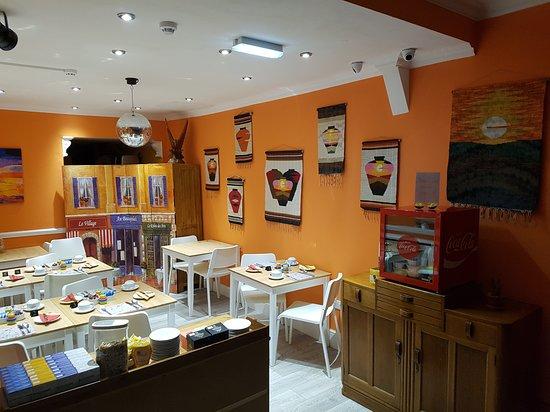 New Bond Hotel: Breakfast room