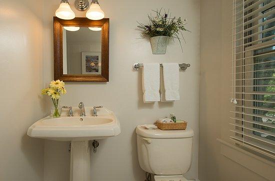 East Sandwich, MA : Twin room #5 bath