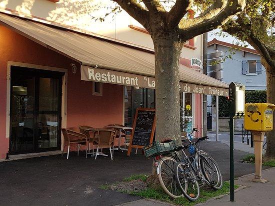 La Terrasse Du Restaurant Quartier Saouzelong Picture Of La