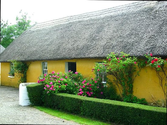 Adare Irish Cottages: Thatched Cottage