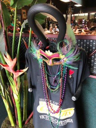 Victor's Cafeteria: Mardi Gras-themed decorations
