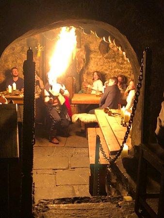 Tavern U Krale Brabantskeho: medieval fire show