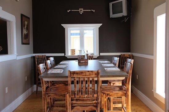 Triton, كندا: small private dining spot