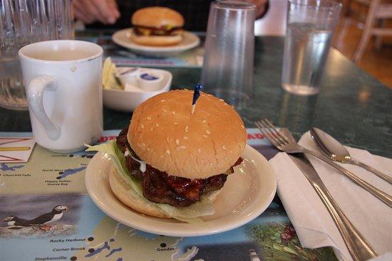 Triton, كندا: Juicy burgers all around