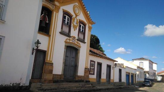 Sao Joao del Rei, MG: A capela e seu sino entre o casario colonial.