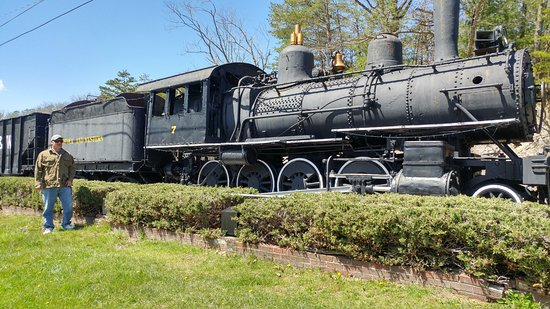 Bluefield, WV: Train on display near the tennis courts in park