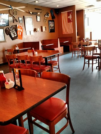 Mauldin, SC: Alot of open space in dining area