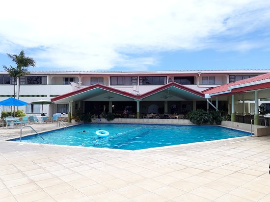Crown Point Beach Hotel: The pool