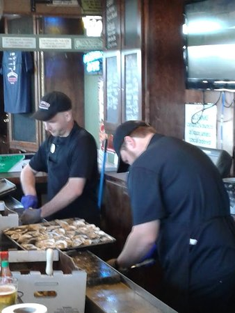 Saraland, AL: Shuckers for the afternoon