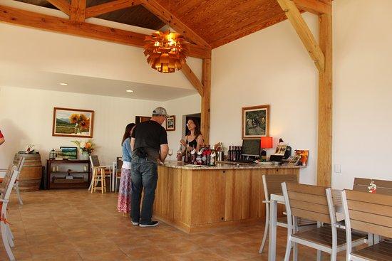 Dyke, VA: tasting room