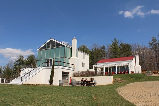 Dyke, VA: tasting room and owner's house