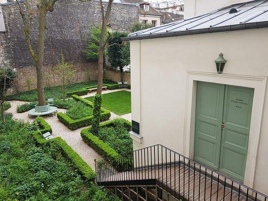 Musée national Eugène Delacroix : Atelier and garden.