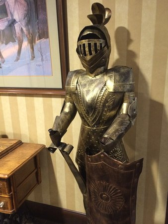 """The English Inn of Charlottesville: Have a good """"Knights"""" sleep here"""