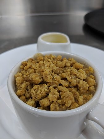 Thrapston, UK: One of our weekly specials; Homemade apple and cinnamon crumble with custard.