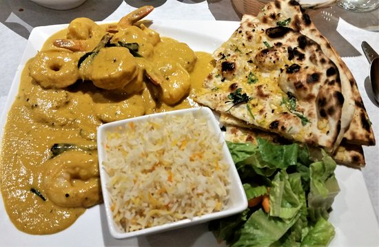 Glenmont, Νέα Υόρκη: Alleppey Prawns w/ garlic naan, salad, and vegetable biryani.