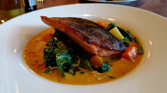 The Fat Duck Gastro Pub: Crispy pan roasted trout on veg in coconut thai curry sauce. Yum