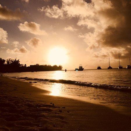 Pereybere Beach: Grand baie dans toute sa splendeur, petite plage magnifique et tranquille avec de très beaux cou