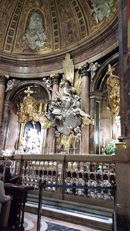 Basílica de Nuestra Señora del Pilar: interior