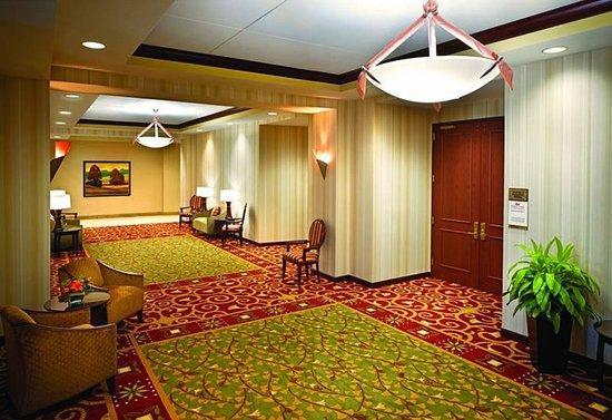 crowne plaza milwaukee west hotel 110 1 3 0. Black Bedroom Furniture Sets. Home Design Ideas