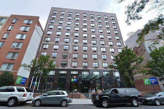 Holiday Inn Express Manhattan Midtown West 145 ̶2̶5̶1̶
