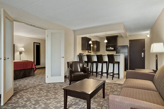 Charleston, WV: Suite