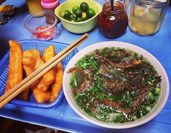Cua Lo, فيتنام: Miến Lươn Gia truyền