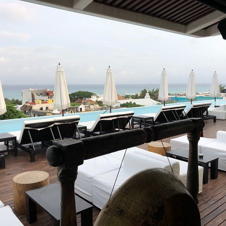 Great roof top bar and lounge