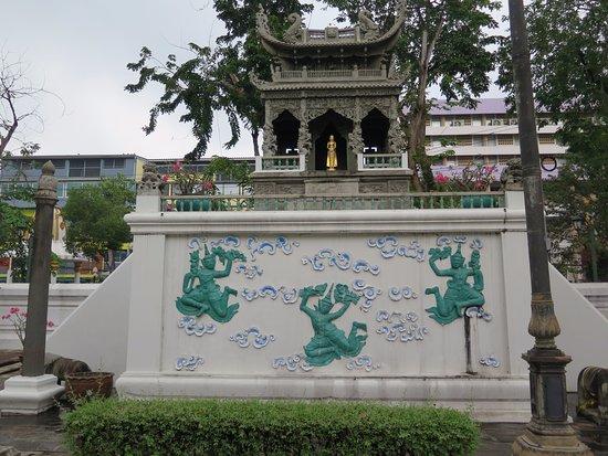 Wat Suthat : Danzarines