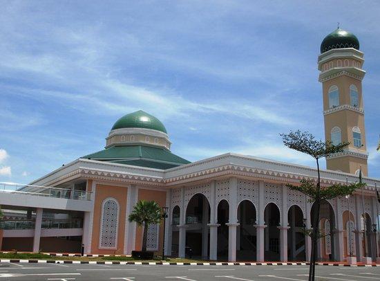 Masjid Hassanal Bolkiah Mentiri