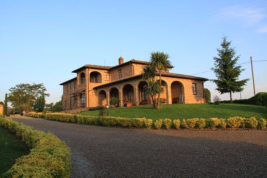 Acquaviva di Montepulciano, Ιταλία: Haupthaus mit 8 Appartements