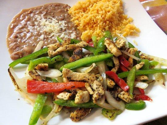 Palatine, IL: The Chicken Fajitas were poor at Taqueria Maya (15/Apr/18).