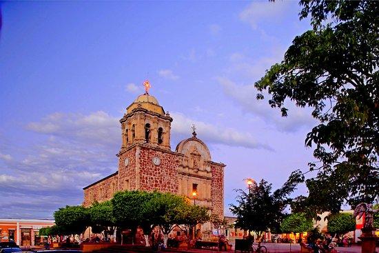 Tequila, Mexico: Costado de la Parroquia Santiago Apostol