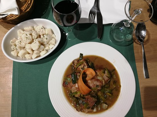Bjelovar, Croácia: Pork loin with vegetables and home made gnocchi