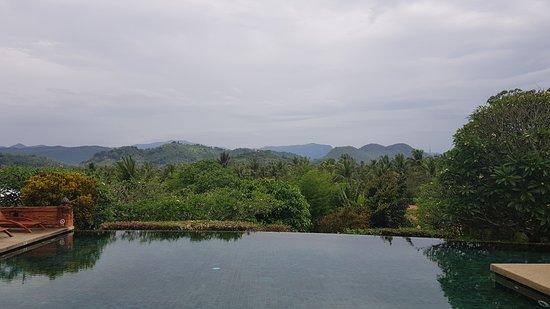 Belmond La Residence Phou Vao: Pool with view