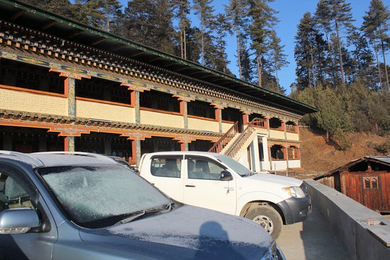 Gakiling Guest House: parking lot