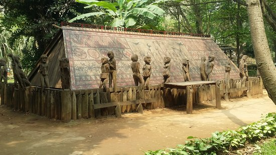 Private Tour: Hanoi City Full-Day Tour including Water Puppet Show: At Ethology Museum