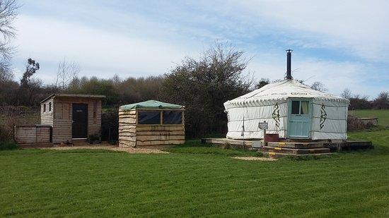 Brackley, UK: Vintage yurt, Hutte & kitchen 2018