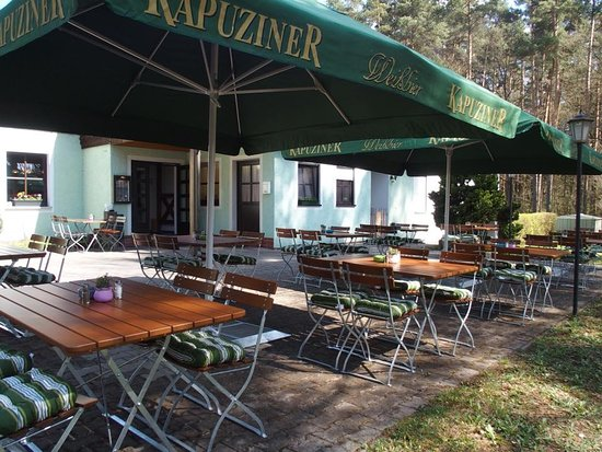 Grafenwohr, เยอรมนี: Herrlicher Biergarten in Grafenwöhr